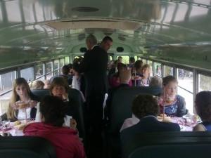 Een gave trouwbus voor je bruiloft - Trouwteam