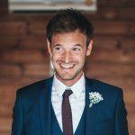 Discussie: mannen die make-up dragen op hun bruiloft